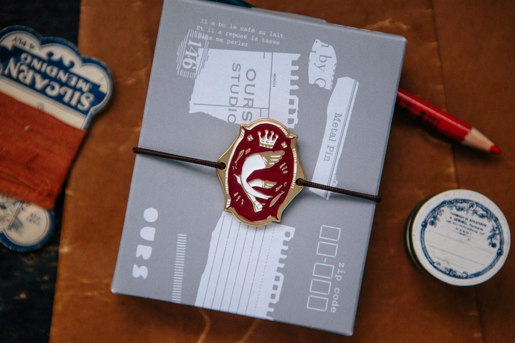 OURS 抽屜之中 紅色信使鳥 金屬 書綁 飾物