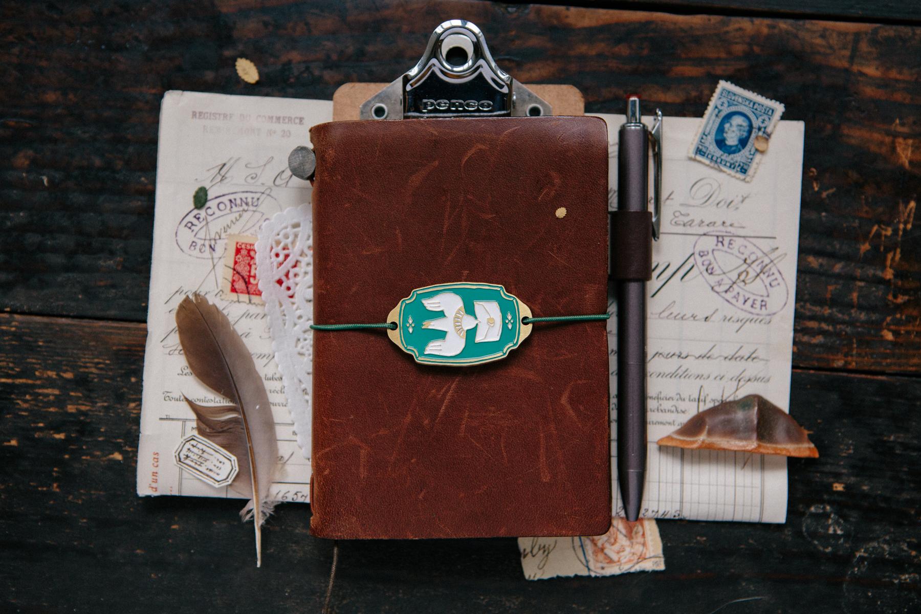 OURS 抽屜之中 綠色 信使鳥 金屬 書綁 飾物