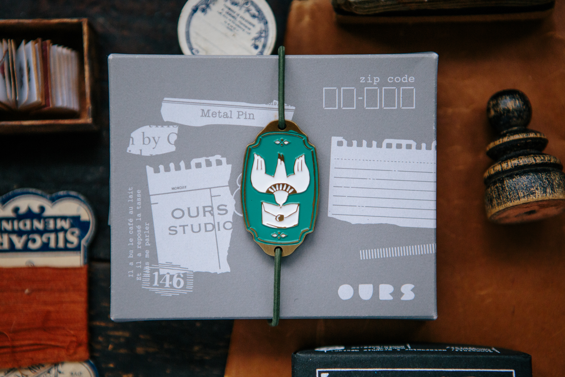 OURS 抽屜之中 綠色信使鳥 金屬 書綁 飾物